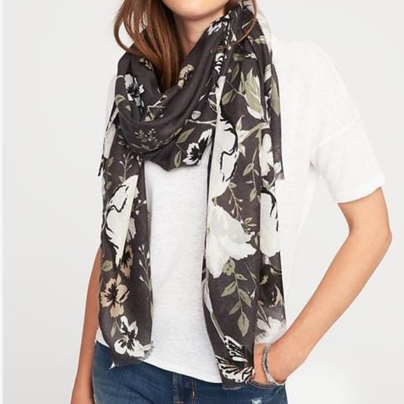 1a72db67d48 Old Navy Gray Floral Scarf